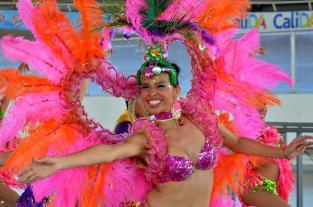 Imágenes: energía y color durante los ensayos del Salsódromo de la Feria... - elpais.com.co