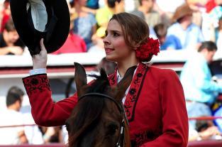 Bellas, toros y toreros en la plaza de Cañaveralejo - Feria de Cali 2011 - elpais.com.co