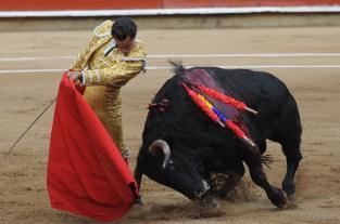 Con tres orejas, Ivan Fandiño salió en hombros de Cañaveralejo - elpais.com.co