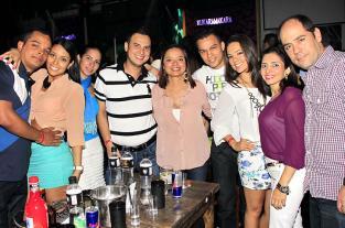 Así fue la noche de amigos y tragos que se vivió en Kukaramakara - elpais.com.co