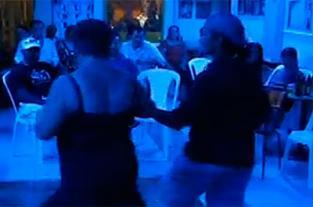 Bailando salsa en Nellyteka Cali, siga el paso - elpais.com.co