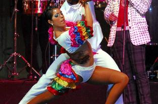 Aprenda a bailar salsa con Delirio:  punta - talón, cuarto paso de la... - elpais.com.co