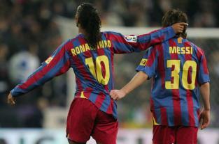 """Lo van a extrañar, es el mejor del mundo"", dijo Ronaldinho sobre Messi"