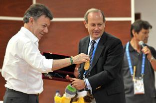 El Presidente Juan Manuel Santos en la inauguración del coliseo en la... - elpais.com.co