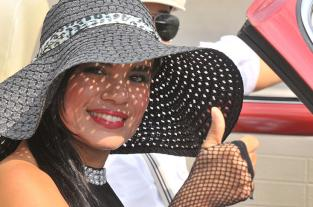 Los rostros del desfile de vehículos clásicos y antiguos - elpais.com.co