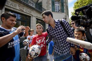 Luis Suárez sigue suspendido pero podrá entrenar en el Barsa