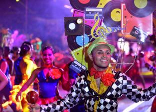 Color, baile y brillo: los mejores momentos del Salsódromo en la Feria de... - elpais.com.co