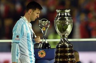 Lionel Messi sigue a la sombra de Diego Maradona