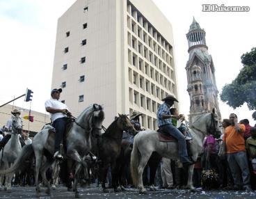 Con conciertos y cabalgata comienza la feria de Palmira