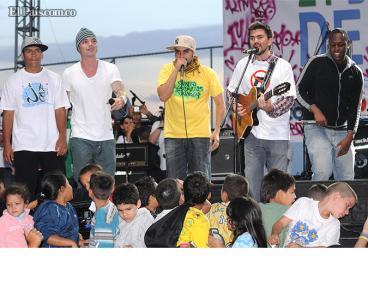 Juanes canta en su natal Medellín en Día Mundial de la Paz