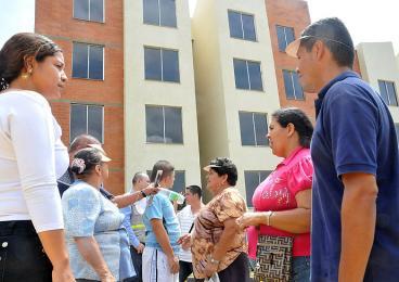 40 familias reciben los primeros apartamentos en Altos de Santa Elena