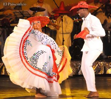 Colombia busca un nuevo récord bailando La Pollera Colorá