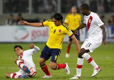 Con gol de James Rodríguez la selección Colombia derrotó a Perú en Lima