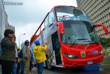 Presentan el primer bus turístico de dos pisos para Cali