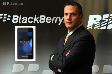 Ampliar Juan Cardona, director general de RIM para la Zona Andina y Cono Sur, asegura que Blackberry es una buena alternativa si se está buscando multimedia, pero siempre teniendo la confiabilidad en seguridad y eficiencia. «Vamos hacia un nuevo segmento sin perder la esencia», dice. Especial para El País El día cero se acerca para la compañía canadiense RIM, la cual espera renacer en el mercado de los teléfonos inteligentes, ampliamente dominado por Samsung y Apple, con su nuevo equipo BlackBerry 10, cuyo lanzamiento mundial será el próximo 30 de enero en Nueva York y que llegará a Colombia en