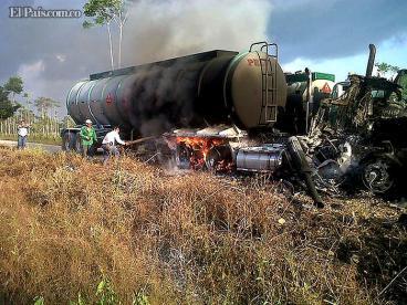 Atentado de las Farc deja dos tractomulas quemadas en el Putumayo