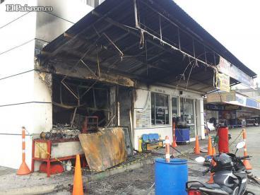 Incendio tuvo fuera de servicio a empresa Taxis Libres Los 4 en Cali