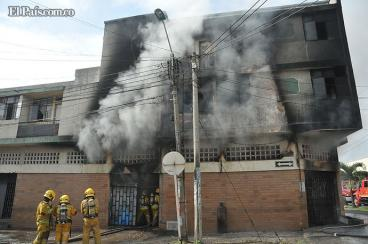 Controlan incendio en edificio del barrio Jorge Isaacs, norte de Cali