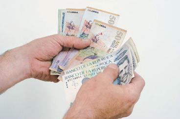 Empleados públicos tendrán incremento salarial de 3,44 por ciento en 2013