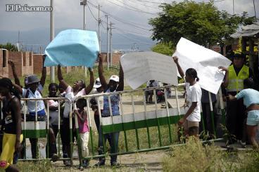 Desplazados invaden plan de vivienda en El Cerrito, Valle