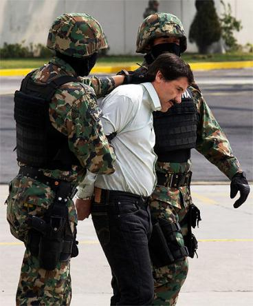 Joaquín 'el Chapo' Guzmán fue encontrado en un baño y acompañado de una mujer