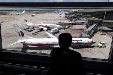 Encuentran en Océano Índico objetos que puede pertenecer al avión de Malasia Airlines