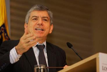 """""""Zuluaga quiere hacer la guerra con las Farc y con los países vecinos"""": César Gaviria"""