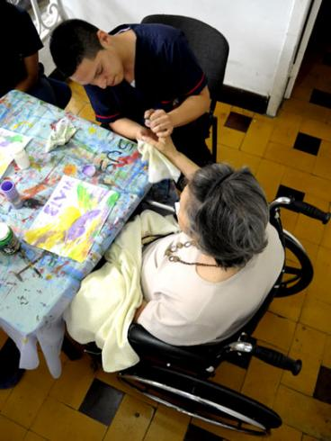 Con cine foro conmemoran el día internacional del Alzheimer en Cali