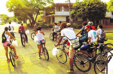 Olla Comunitaria en Bicicleta, el colectivo que reparte almuerzos en las calles de Cali