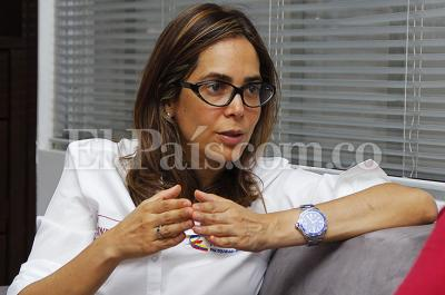 Duro rifirrafe entre la ministra Gina Parody y el expresidente Álvaro Uribe