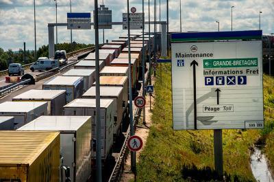 En video: muere migrante al intentar entrar a Inglaterra por el Eurotúnel