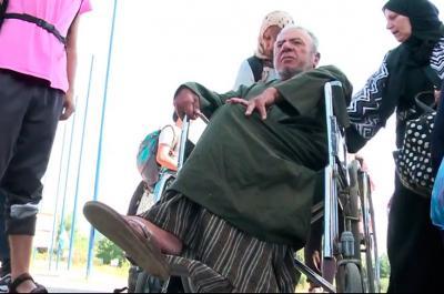 En video: migrantes en silla de ruedas también luchan por llegar a Europa