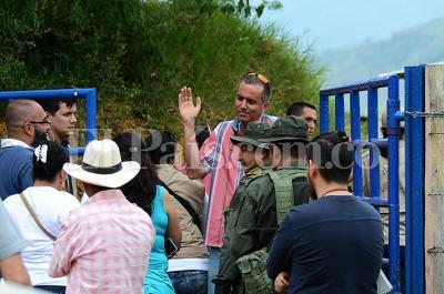 Aplazan entrega de predios a familias desalojadas por narcos