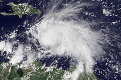 Huracán Matthew se debilitó a categoría 4, pero siguen las alertas en el Caribe