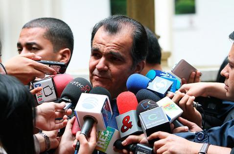 Óscar Iván Zuluaga dice que es precandidato para elecciones de 2018
