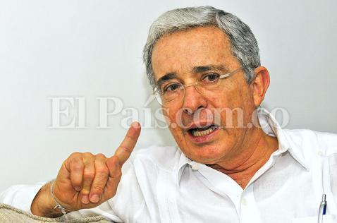 Álvaro Uribe visitó en prisión a María del Pilar Hurtado