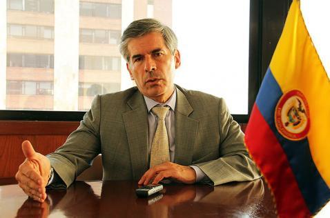 Entre seis meses y una año para aplicar acuerdos de paz: Ministro de Justicia