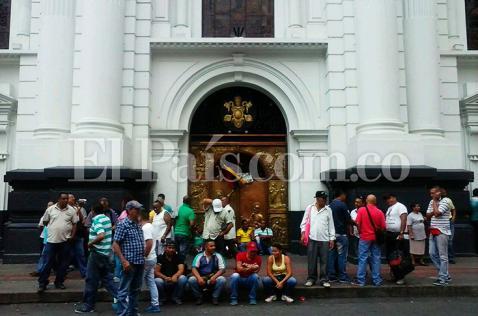 Video: toma de la Catedral completa 15 días, aún no se concreta acuerdo