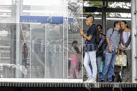 Puertas automáticas de estaciones del MÍO, a reparación