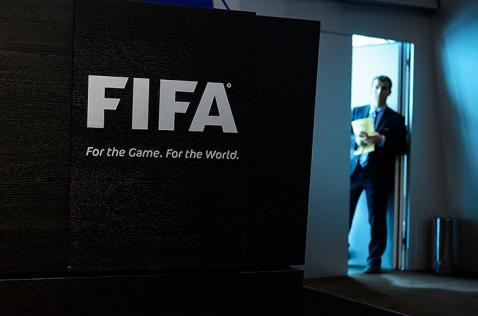 Nuevo caso de corrupción salpica a la FIFA, detienen a nueve directivos