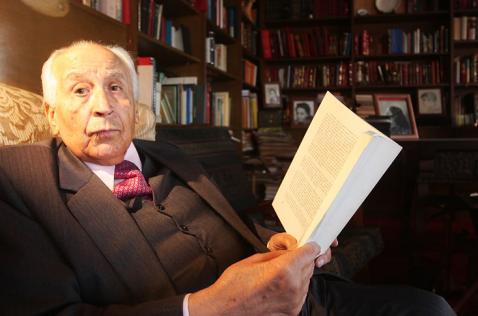Falleció en Bogotá el exministro e historiador Otto Morales Benítez