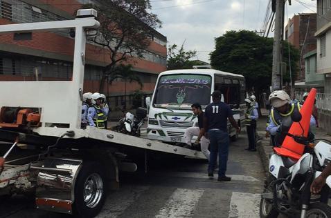 Por lo menos un bus ilegal escapa diariamente de los operativos de Tránsito