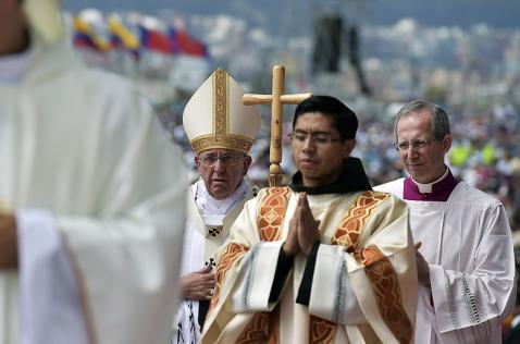 Segundo día de la gira papal: Francisco volvió a convocar a miles de fieles en Ecuador