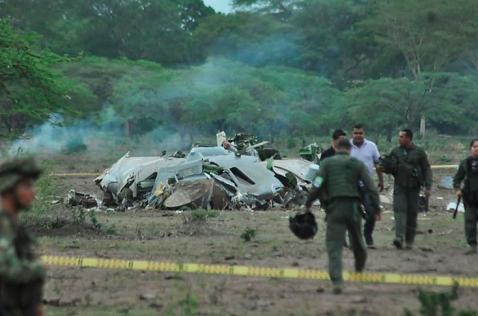 Rescatan los 11 cuerpos de militares muertos en accidente aéreo