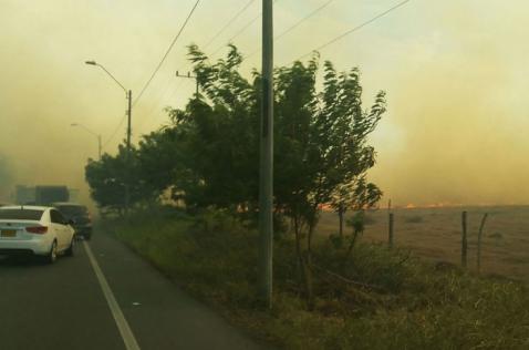 Incendio generó graves daños en Menga, bomberos reanudarán labores este sábado