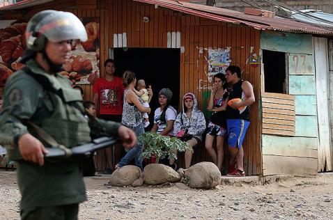 Ya van 1088 colombianos deportados de Venezuela tras cierre de la frontera