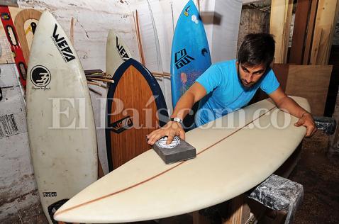 El caleño que encontró en el surf una oportunidad de emprendimiento