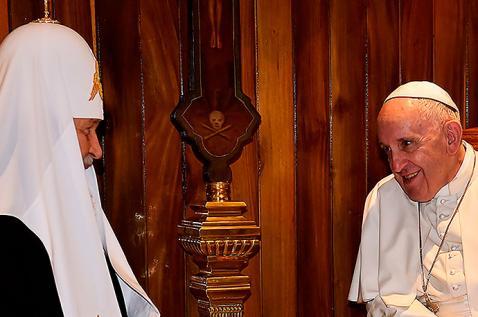 El encuentro histórico entre el papa Francisco y el patriarca ruso Kirill