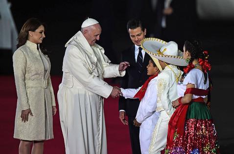Papa Francisco ya está en suelo mexicano
