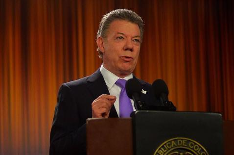 El ELN se equivoca si cree que va a llegar con más fuerza a negociar la paz: Santos